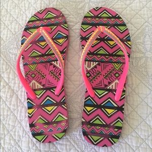 Gorgeous Aeropostale Aztec Print Flip Flops